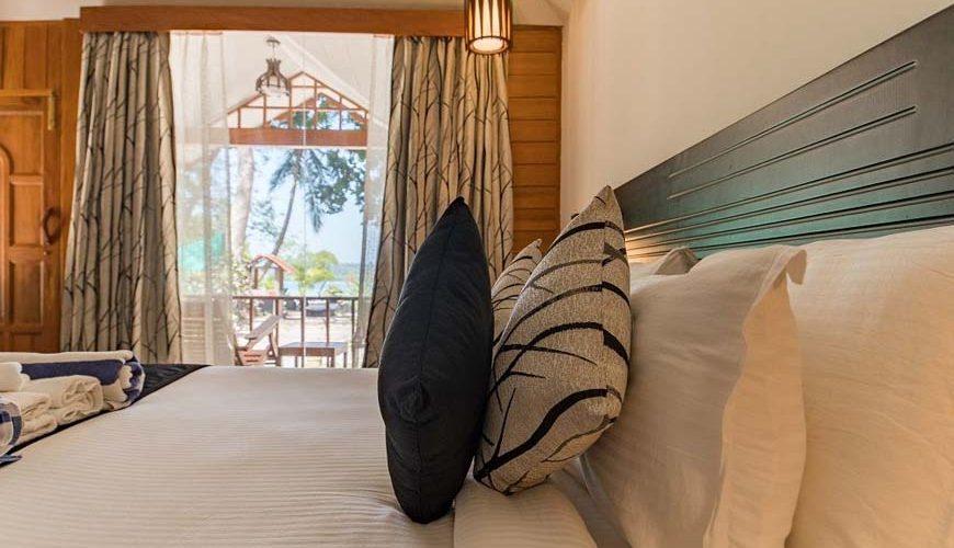 a luxury suit cottage ocean front in Havelock island beach resort
